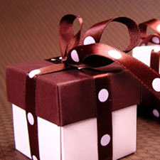 Pink and brown favor box with pink dot and brown ribbon