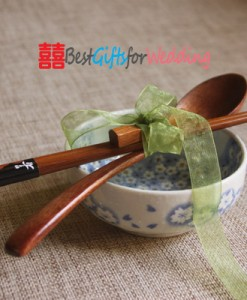 Engraved-Wooden-Chopsticks-&-Spoon-Set_3_s