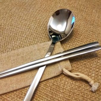 personalized-stainless-steel-chposticks-&-spoon-with-linen-bag-1